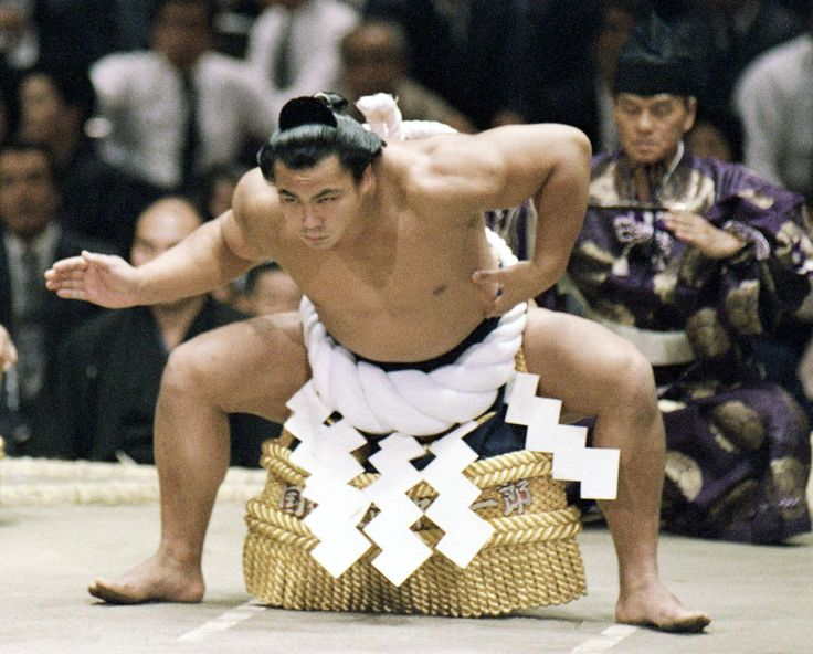 Yokozuna Chiyonofuji performs a ceremonial ritual during a May 1982 tournament.   KYODO