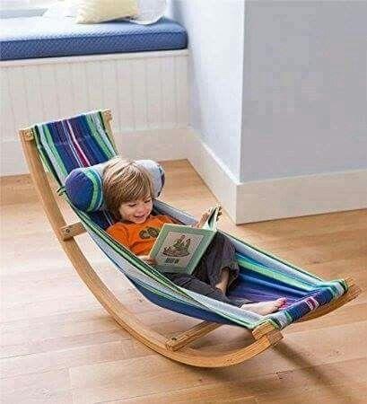Silla mecedora de madera, ideal para descansar.                                                                                                                                                                                 Más