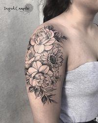 O fenômeno das tatuagens de flores em blackwork e fineline
