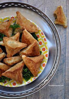 J'aime beaucoup la cuisine Indienne, mais ça vous le savez déjà si vous suivez mes différentes publications sur le blog et sur les réseaux sociaux.. je vous propose aujourd'hui une nouvelle recette des fameuses Samoussas à ma façon avec une pâte à base...