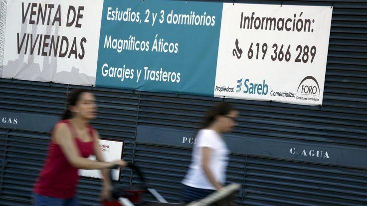 Foto: Anuncio de inmuebles que Sareb tiene a la venta en Madrid. (Reuters)