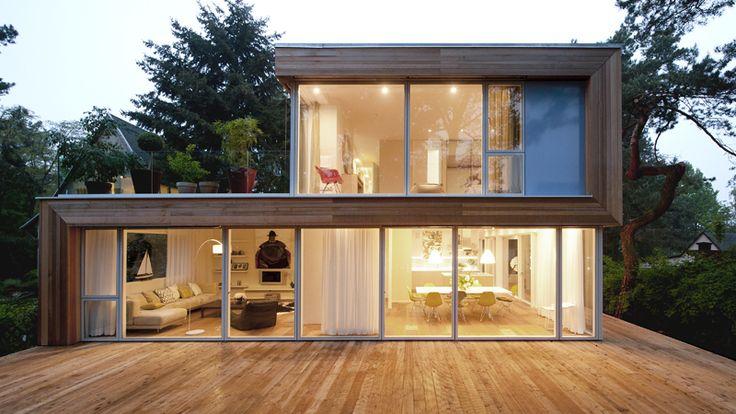 Fassade: Red Cedar – Wind und Wetter verleihen dem robusten Holz mit der Zeit einen silbrigen Schimmer.
