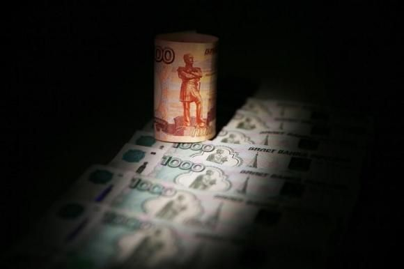 By Alexander Winning &Vladimir Abramov The ruble plunged more than 10 percent for the second day on Tuesday and recorded its worst fall since the Russian financial crisis in 1998 as confidence in the central bank evaporated after an ineffectual overnight rate hike. The ruble opened around 10 percent [...]
