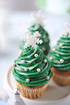Cupcakes sapin de noël http://www.750g.com/recettes_biscuits_sapins_de_noel.htm