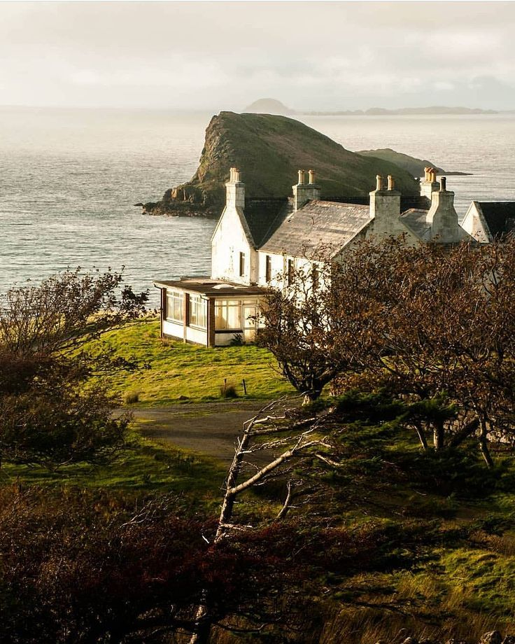 Isle of Skye, Scotland (Gorgeous! and look, they have a sunroom/conservatory :)