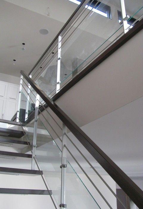 Classique ou contemporain, champêtre ou encore rustique, notre versatilité en matière d'escaliers et de garde-corps vous enchantera. Nous offrons une gamme de modèles «standards», mais nous créonségalement des styles sur mesure qui vous combleront et rendra votre projet unique. Acier, aluminium ou acier inoxydable, le métal nous inspire. Marié au bois et au verre, il[.....]