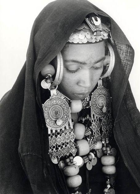 Femme de la région de Tarjicht? Maroc.  Click the picture for a really beautiful facebook page devoted to Bijou Berbere!