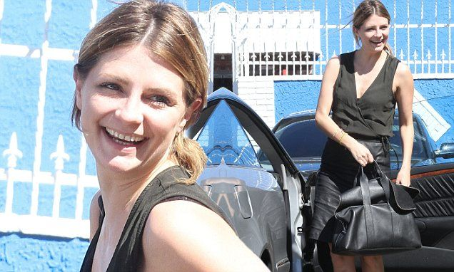 Cheerful Mischa Barton shows up to DWTS practice in plunging black top