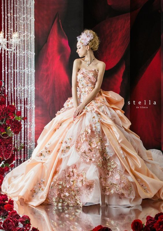 所々に散りばめられた桜の花びらがおしゃれ❤︎春のウェディングドレス・花嫁衣装の参照一覧まとめ♪