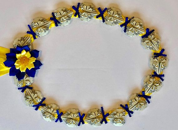 Pin By Trang Vo On Leis Money Lei Ribbon Lei Creative Money Gifts