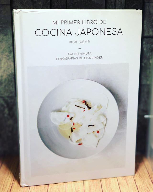 Mi Primer Libro De Cocina Japonesa Es Un Manual Con Pretension De Referente Con El Que Los Lectores Aprenderan A Usar Ingredientes Saludables C Book Cover Cover