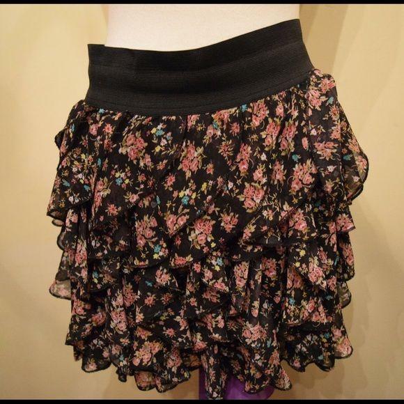 ‼️ Forever 21 layered skirt ‼️ Large forever 21 floral skirt. Price firm Forever 21 Skirts