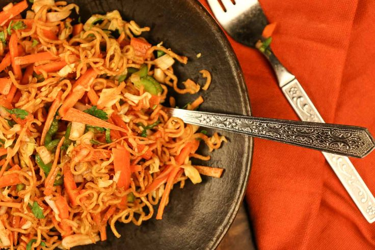 The Chinese Bhel is a classic Indian Chinese street food from Mumbai that is made with a blend of crispy noodles, Indian and Chinese chutneys and some raw vegetables.