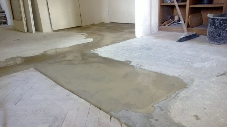 self-leveling screed