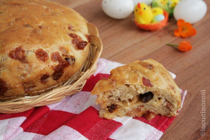 La frittata cresciuta è una torta rustica calabrese che si prepara per Pasqua, farcita con salumi e formaggi.