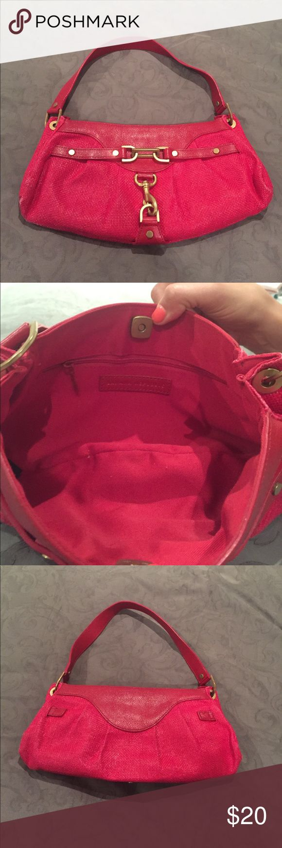 Banana Republic Red straw purse w/ gold hardware Banana Republic Red straw purse w/ gold hardware Banana Republic Bags Shoulder Bags