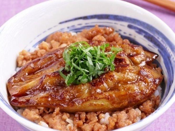 秘密のケンミンショーで紹介されていた群馬県の「茄子の蒲焼丼」に挑戦!本物は鳥の照り焼きが茄子の下に隠れていましたが簡単に鶏ひき肉でアレンジ。タレは生姜入りのオリジナル、とても美味しく出来ました。