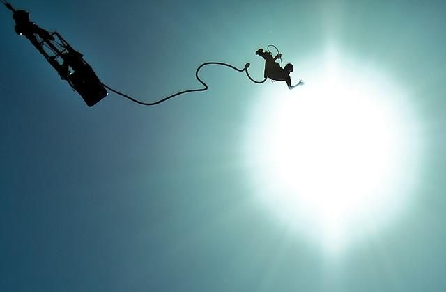 Il y a peu, Hawley testait le saut en parachute. Anaïs s'est quant à elle essayée au saut à l'élastique, et il n'a pas été facile de vaincre sa peur...