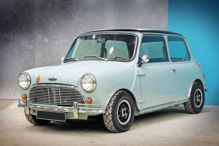 Mini Cooper. Replica. Check the door hinges and the door handle! Great recreation!