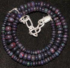 Ketting met zwarte opalen uit Ethiopië van 53,4 ct.