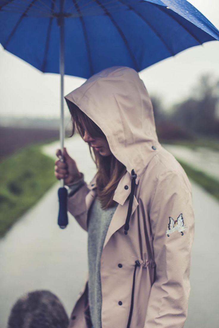Attvaranågonsfru wearing Odd Molly monsoon rain jacket!