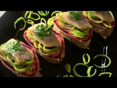 http://vkusno-i-krasivo.ru/youtube/vkus - БЕСПЛАТНЫЕ видеоуроки по украшению блюд своими руками. Хотите украшать блюда из фруктов самостоятельно в домашних у...