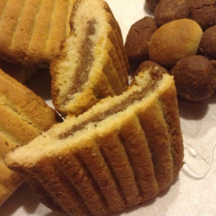 Frollini senza glutine senza burro Un dolcetto per domani vi va...??? biscotti di frolla 450 gr di farina di riso non troppo fine e 50 gr di farina di cocco 2 uova e 2 tuorli 80 ml di olio di riso o di cocco 80 gr di miele 1 cucchiaino di bicarbonato o lievito senza glutine i semini di 1 bacca di vaniglia e scorza di limone grattugiata se mettete il lievito sg aggiungete 1 pizzico di sale e 1 cucchiaio di cacao amaro impastate