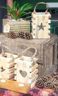 Beautiful Handmade Star Lantern Made from Reclaimed Pallet Wood complete with Jar & tea light. I rather like these lanterns, a bit more on the simple & rustic side, some additional colrs wouldn't be bad either. Very nice idea ;)