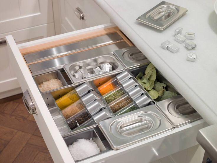 Cajón especiero: Cocinas de estilo moderno de DEULONDER arquitectura domestica