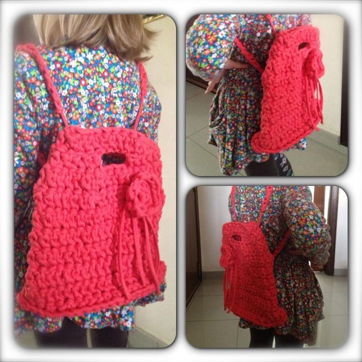 mochila de trapillo, en color coral