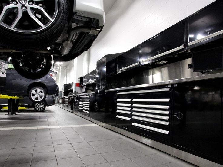 Every garage and automotive dealership has specific requirements and challenges. That's why Rousseau's products are high quality, modular and customizable to reflect the dealership's desired image.