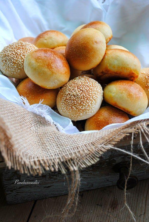 Pane, burro e alici: Paninetti al latte con i semini oppure no!