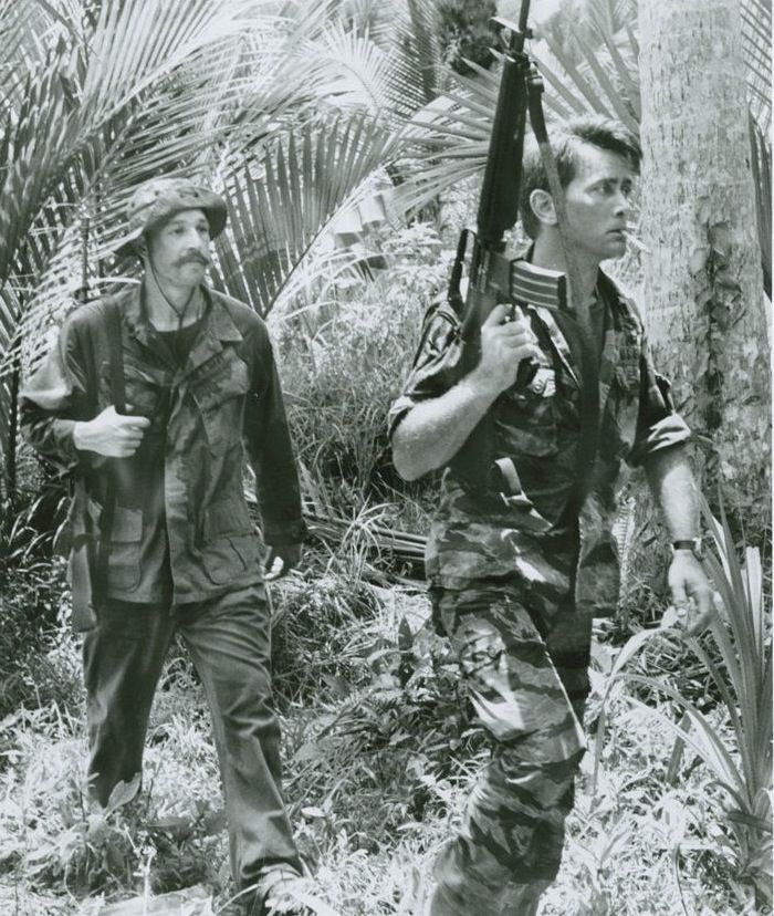 """FREDERIC FORREST & MARTIN SHEEN IN """"APOCALYPSE NOW"""""""