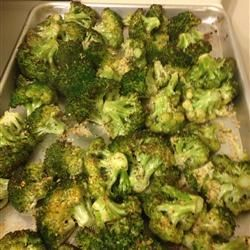 The PERFECT recipe for garlic roasted broccoli. Literally impossibole to stop eating these!