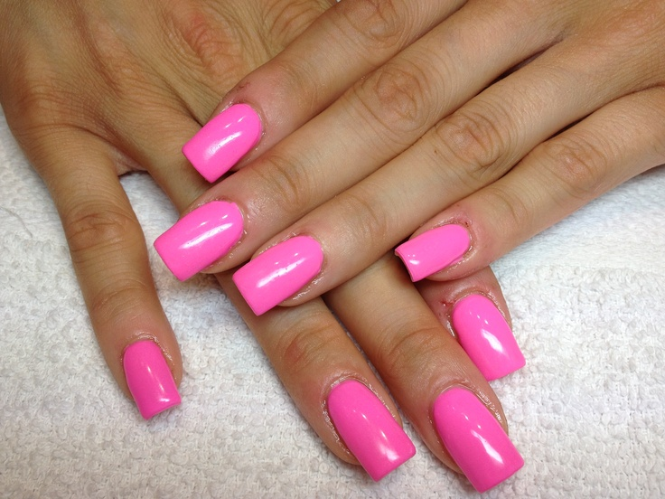 Розовый гелевый маникюр