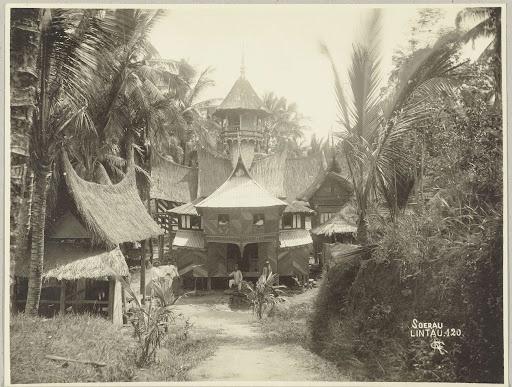 Een Surau die de rol van zowel moskee als school heeft in het Sumatraanse dorp Lintau., Christiaan Benjamin Nieuwenhuis, 1890 - 1912