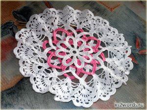 """Салфетка """"Розетка"""" (стилизованная ромашка с розовыми лепестками). Вязание крючком."""