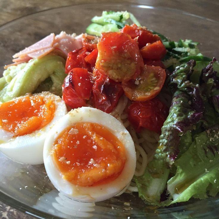 冷やし中華 Chilled noodles  真ん中 プチトマトのマヨネーズ焼き cookpad レシピID : 4005978 みてね🙈 #yummy #homemade #healthy #hiyashichuka #chillednoodles #washoku #tomato #おいしい #うちごはん #冷やし中華 #ゆで卵 #トマト #くらし #手作り