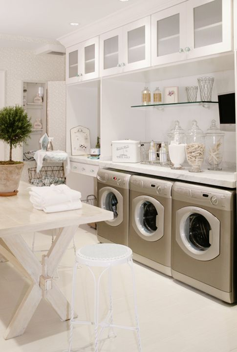 laundry rooms makes me hate the chore less..Ideas, Dreams Laundry Room,  Automatic Washer, Apothecary Jars, Wash Machine, Folding Tables, Dream Laundry Rooms, Apothecaries Jars, Laundryroom