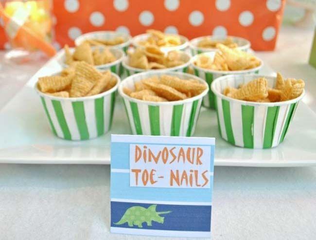 dinosaur-party-dessert-table