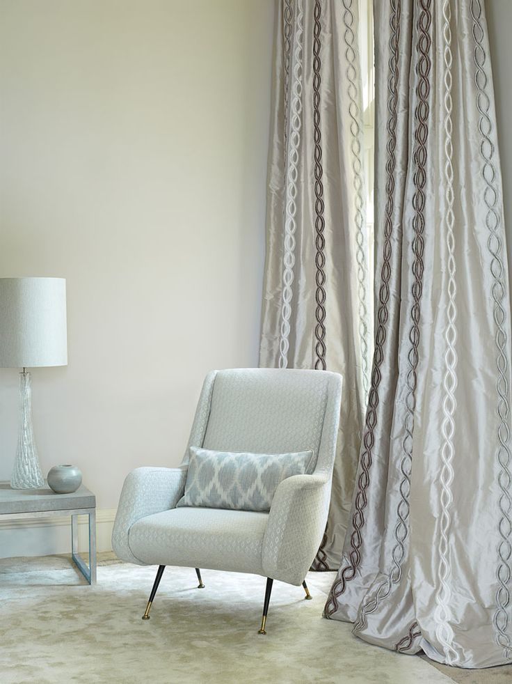 Jane Churchill's Omega (drapes), Loren (sofa), Fontane (pillow) #interiors #janechurchill #textiles