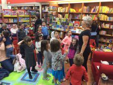 Julia Johnson delighted children at Readers Bookshop in Jordan last Saturday with her fabulous stories about Humpy Grumpy the camel and The Old Man and His Donkey. Can you guess what they're trying to do here?!