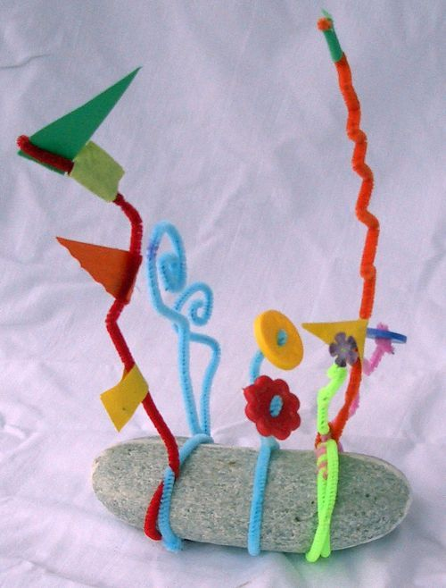 Alexander Calder Stabile sculpture from MaryAnn Kohl, shared with the Kids Art Explorers project at NurtureStore.co.uk
