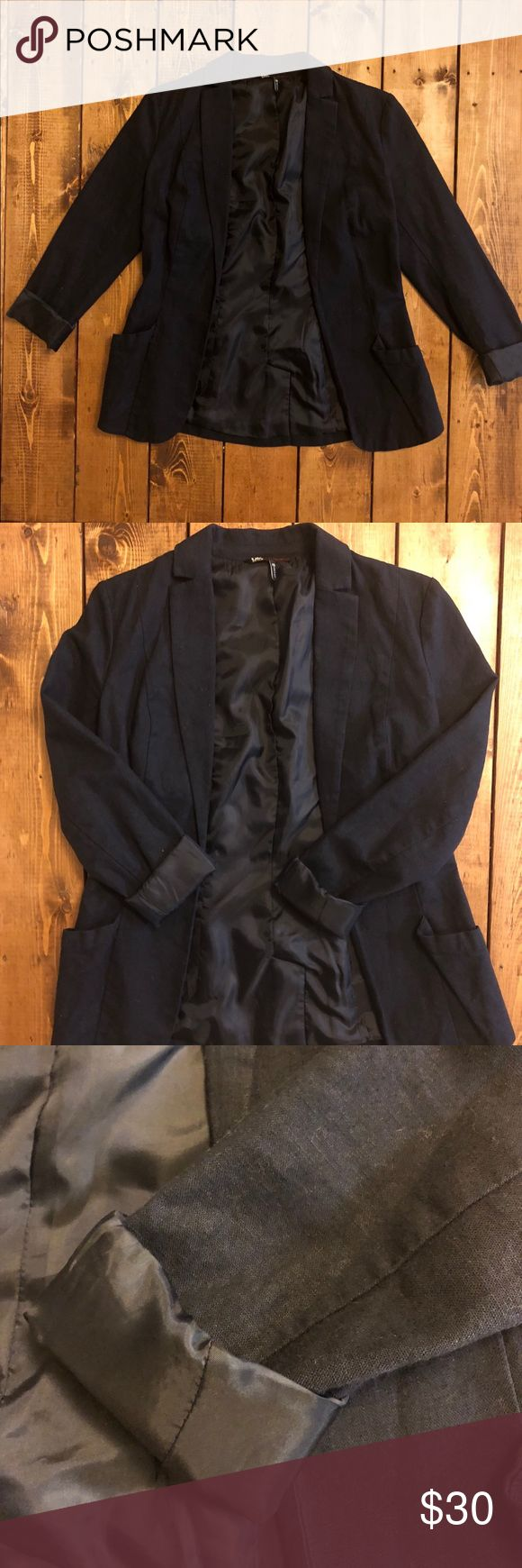 💙French Connection Navy Blue Blazer💙 French connection blazer! This looks so cute to dress up or down!   55% linen  45% cotton   Feel free to make an offer! French Connection Jackets & Coats Blazers