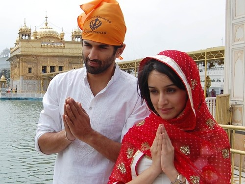 Aditya Roy Kapur and Shraddha Kapoor pay obeisance at the Golden Temple