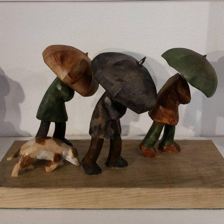 いいね!3件、コメント1件 ― John Butlerさん(@johnbutlerwoodcarver)のInstagramアカウント: 「In the rain #sculpture #woodsculpture #woodcarving #art #making #limewood #plinth #bideford…」