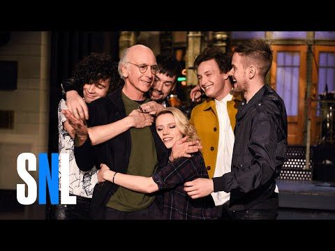 SNL Host Larry David Gets A Hug From The 1975 & Kate McKinnon - YouTube