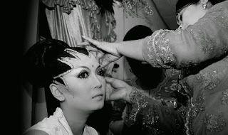 tutorial make up untuk kulit hitam,make up untuk kulit gelap dan berminyak,wanita hitam manis,cara merias pengantin,wajah sesuai bentuk wajah,natural,warna lipstik untuk kulit sawo matang,