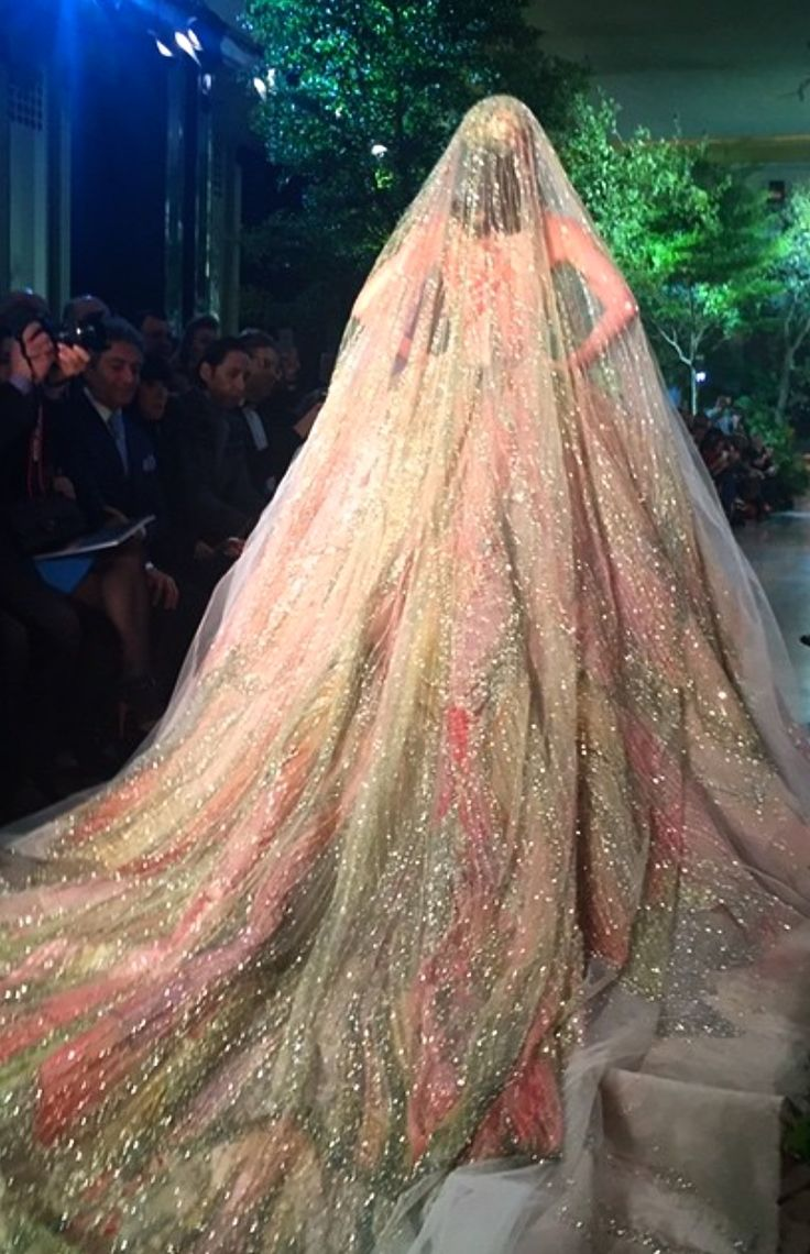 ✦def want an obnoxious veil like this✦by the 1 & only✦Elie Saab✦
