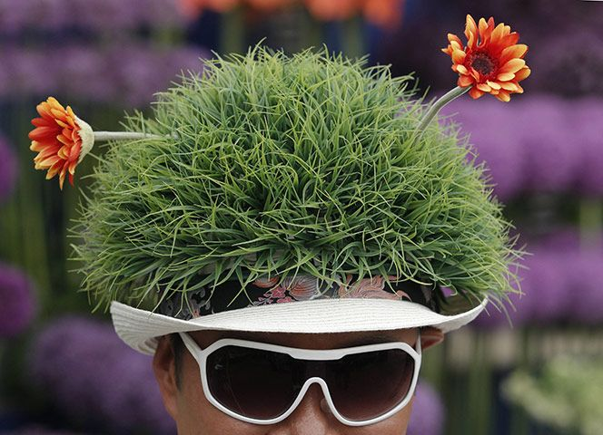Floral Hat at the Chelsea Flower Show 2011: Photograph by Luke Macgregor #Hat #Luke_Macgregor #Photography #Chelsea_Flower_Show